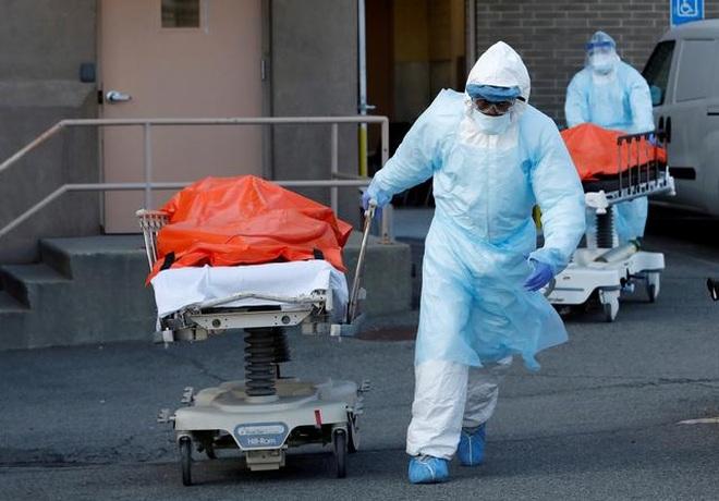 Mỹ vượt 600.000 ca tử vong vì Covid-19, biến chủng nguy hiểm lây lan mạnh - 1