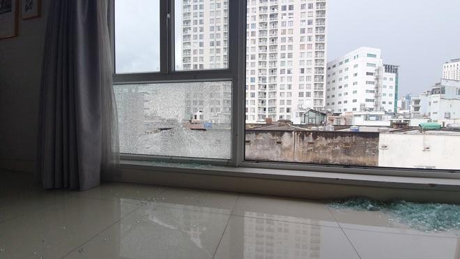 Công an vào cuộc vụ nhà dân ở quận 1 liên tục bị bắn vỡ cửa kính - 1