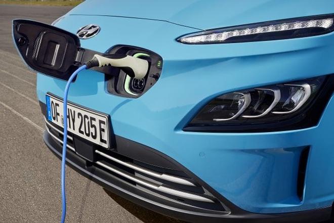 Indonesia sẽ cấm bán xe chạy xăng, dầu từ năm 2050 - 1