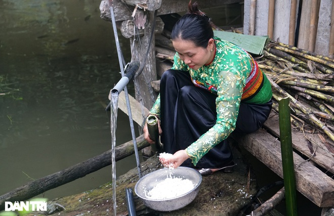 Unique dish of rice dishes in bamboo tubes, bringing the breath of the mountains - 5