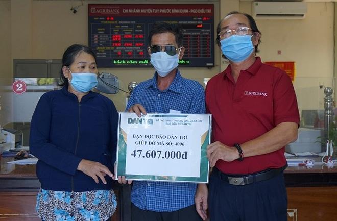 Bạn đọc tiếp tục ủng hộ người đàn ông mù 47 triệu đồng chữa bệnh cho con - 1