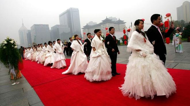 Phó giáo sư Trung Quốc bị đình chỉ vì đề xuất trí thức được lấy nhiều vợ - 1