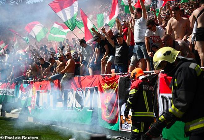 Bầu không khí rực lửa trên sân Puskas Arena trong ngày Hungary hòa Pháp - 8