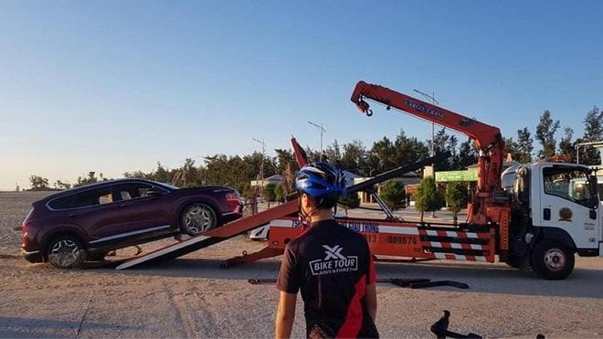Mang Santa Fe mới ra mắt đi off-road gần biển, tài xế nhận cái kết đắng - 4