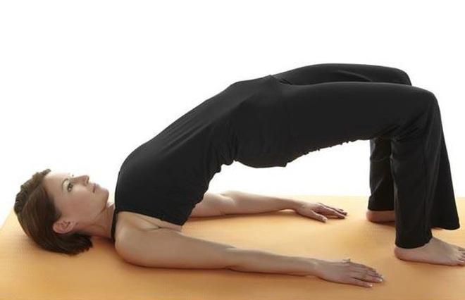 Những động tác thể dục đơn giản có thể tập ngay tại giường mỗi sáng - 1