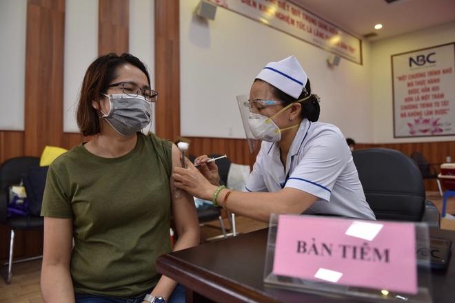 Thêm một triệu liều vắc xin, người từ 18 tuổi, sống tại TPHCM đều được tiêm  - 2