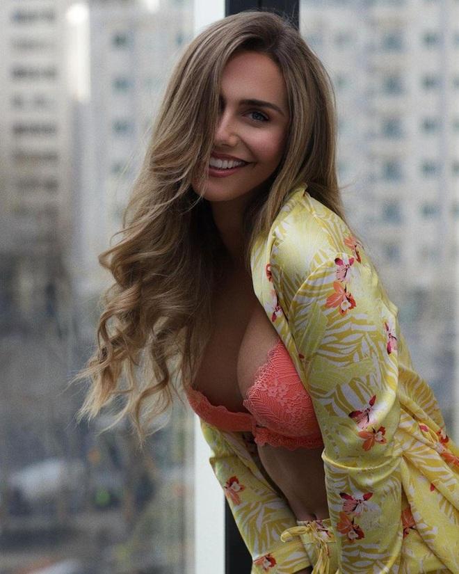 Vẻ ngoài hoàn mỹ của của người đẹp chuyển giới đầu tiên dự Hoa hậu Hoàn vũ - 8
