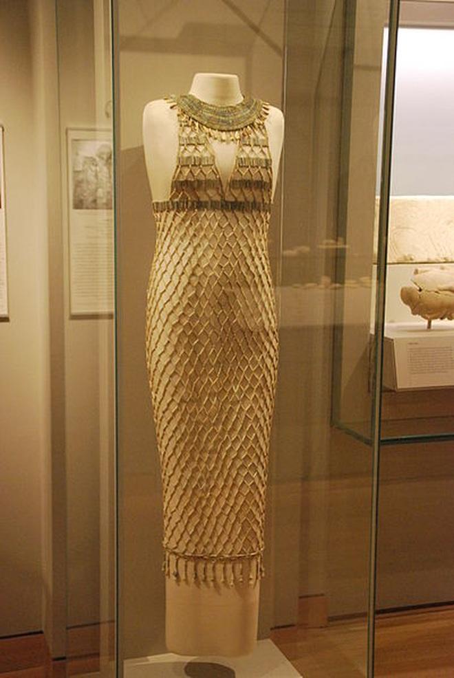 Kinh ngạc với siêu phẩm váy gợi cảm hàng nghìn năm tuổi - 1