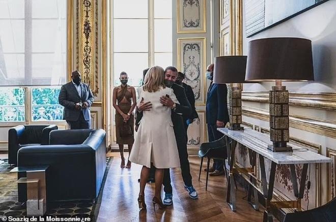 Tranh cãi về trang phục của vợ chồng Justin Bieber khi gặp Tổng thống Pháp - 3