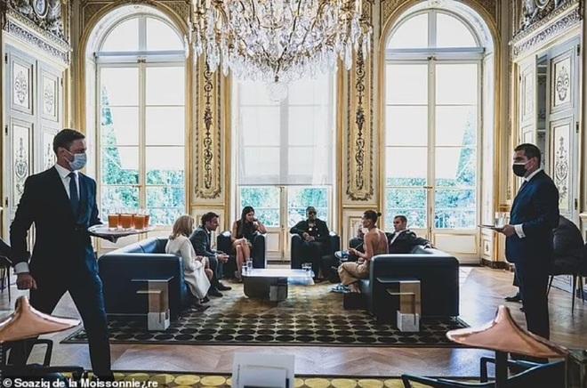 Tranh cãi về trang phục của vợ chồng Justin Bieber khi gặp Tổng thống Pháp - 5