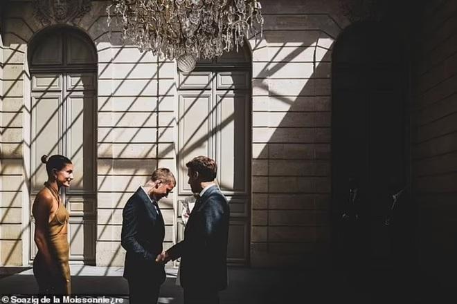 Tranh cãi về trang phục của vợ chồng Justin Bieber khi gặp Tổng thống Pháp - 6