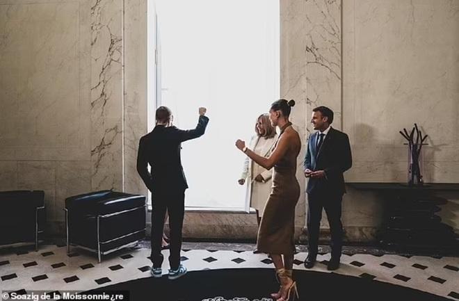 Tranh cãi về trang phục của vợ chồng Justin Bieber khi gặp Tổng thống Pháp - 7