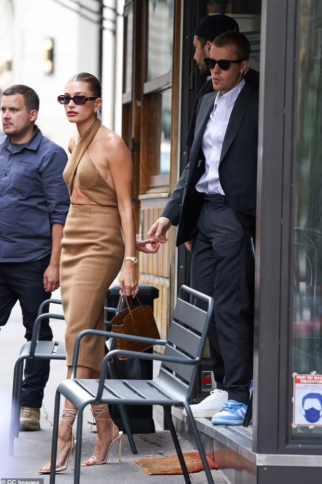 Tranh cãi về trang phục của vợ chồng Justin Bieber khi gặp Tổng thống Pháp - 8