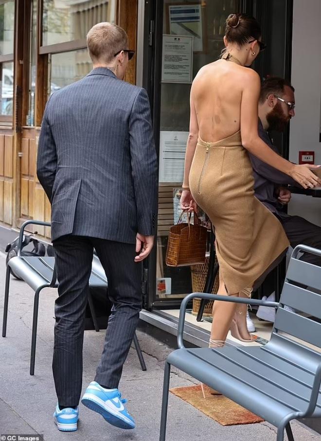 Tranh cãi về trang phục của vợ chồng Justin Bieber khi gặp Tổng thống Pháp - 9