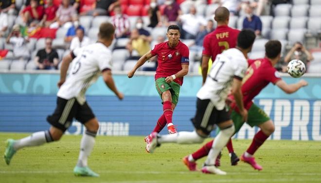C.Ronaldo tệ khủng khiếp trên chấm đá phạt ở các giải lớn - 1