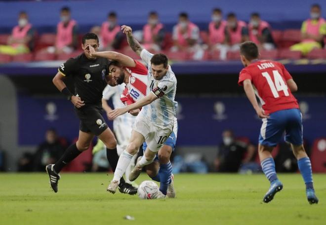 Messi không để lại dấu ấn, Argentina nhọc nhằn đánh bại Paraguay - 4