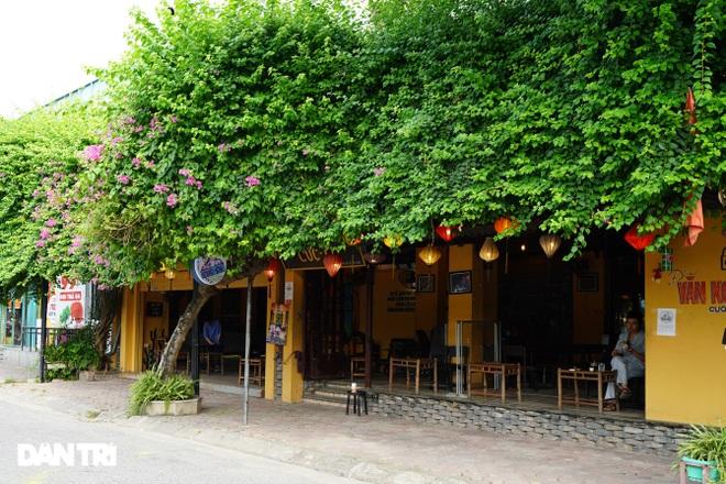 Hàng loạt quán cà phê mở cửa trở lại sau khi TP Hà Nội nới lỏng lệnh cấm