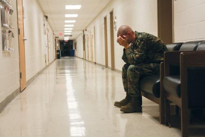 Mỹ báo động chuyện quân nhân tự tử nhiều gấp 4 lần chết trên chiến trường - 1