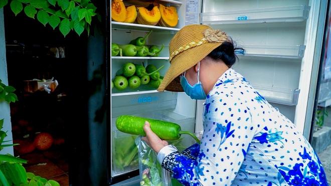 Những bữa ăn ấm lòng từ... tủ lạnh cộng đồng - 4