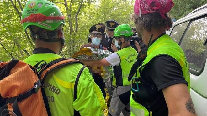Ly kỳ vụ giải cứu bé trai 21 tháng tuổi lạc 2 đêm trong rừng - 2