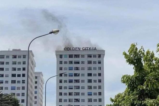 Cháy chung cư Golden City 6, nhiều người hoảng hốt chạy thoát thân - 1