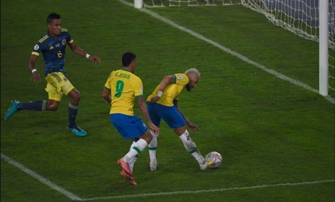 Firmino và Casemiro ghi bàn, Brazil nhọc nhằn đánh bại Colombia - 2