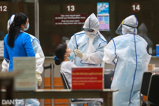 Sự cố nghề nghiệp khiến nhiều nhân viên y tế ở TPHCM phơi nhiễm Covid-19 - 3
