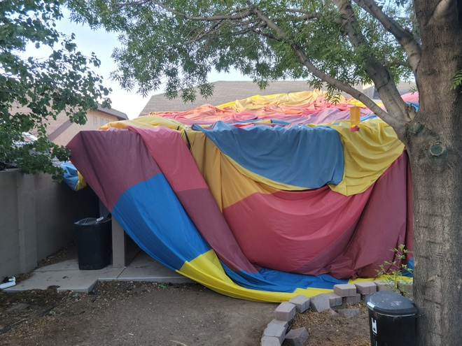 Vụ rơi khinh khí cầu ở Mỹ: Nhiều cảnh sát kinh hãi phải về nhà - 2
