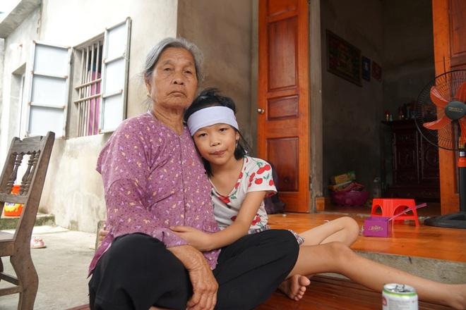 Bé gái mồ côi hét lên gọi mẹ khi chiều về và nỗi ám ảnh sau vụ tai nạn - 2