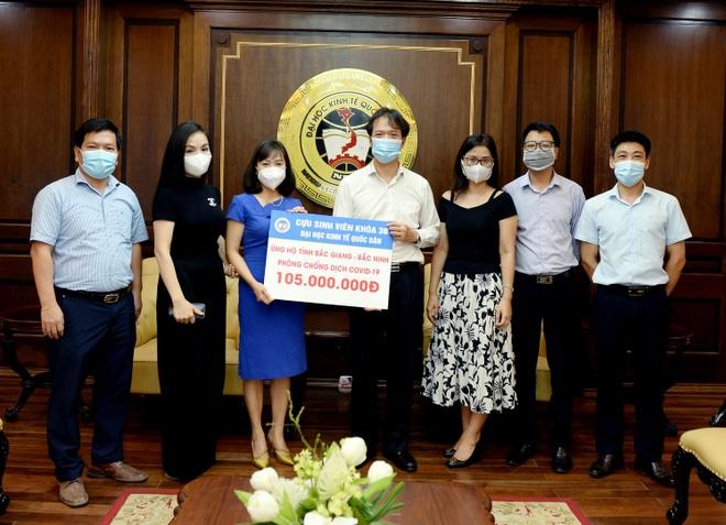 ĐH Kinh tế Quốc dân chi 8 tỷ đồng mua vắc xin cho giảng viên, sinh viên - 2