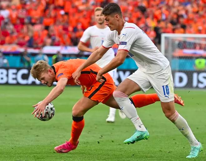Giọt nước mắt cay đắng của người Hà Lan sau thất bại trước CH Séc - 1