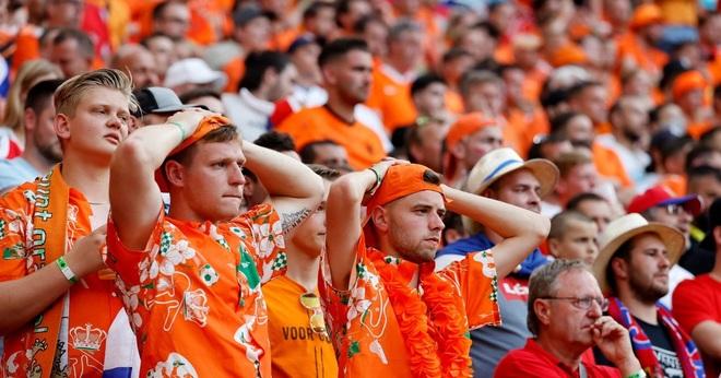 Giọt nước mắt cay đắng của người Hà Lan sau thất bại trước CH Séc - 12