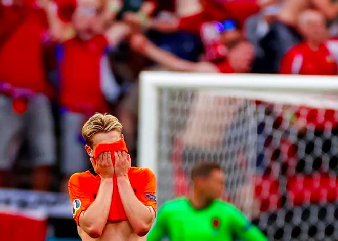Giọt nước mắt cay đắng của người Hà Lan sau thất bại trước CH Séc - 11