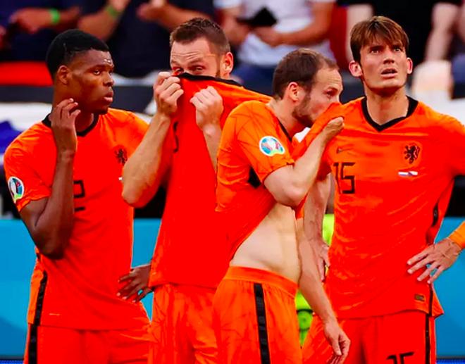 Giọt nước mắt cay đắng của người Hà Lan sau thất bại trước CH Séc - 10