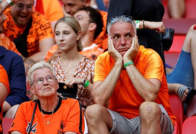 Giọt nước mắt cay đắng của người Hà Lan sau thất bại trước CH Séc - 13