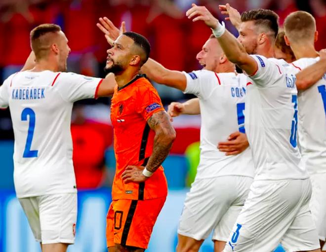 Giọt nước mắt cay đắng của người Hà Lan sau thất bại trước CH Séc - 9