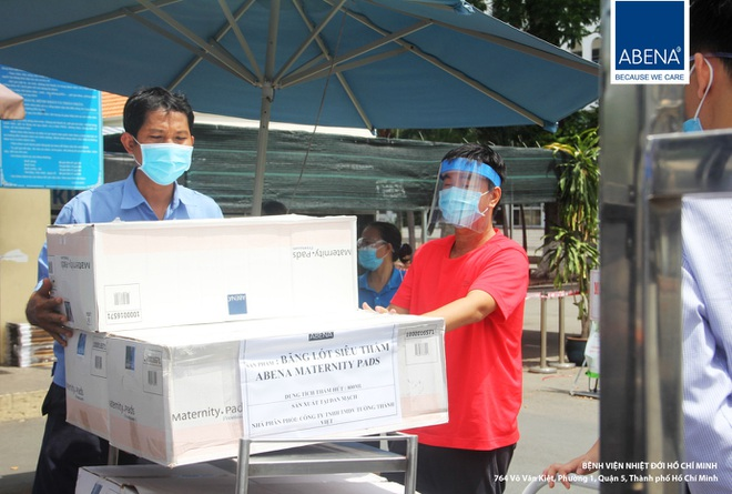 Món quà ý nghĩa từ Abena Việt Nam: Băng vệ sinh nam, tã giấy giảm áp lực cho y bác sĩ chống Covid-19 - 3