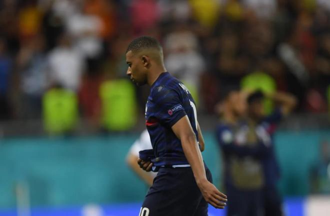 Nỗi đau xé lòng của Mbappe khi hóa tội đồ khiến Pháp bị loại ở Euro 2020 - 15