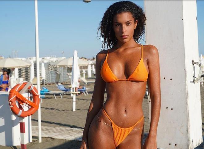 Bạn gái siêu mẫu xinh đẹp của ngôi sao đội tuyển Italia - 2