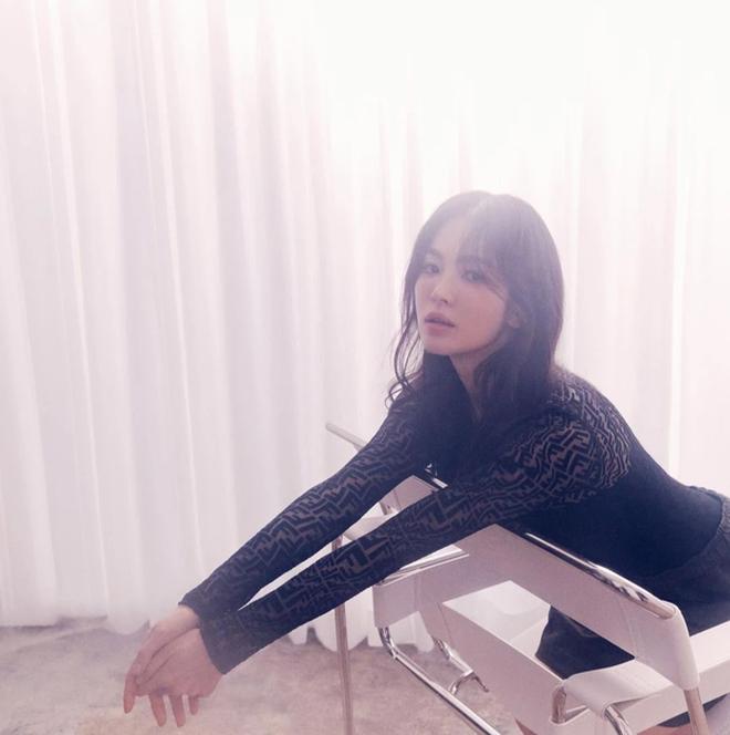 Tròn 2 năm ly hôn, Song Hye Kyo quyến rũ và nổi tiếng hơn! - 2