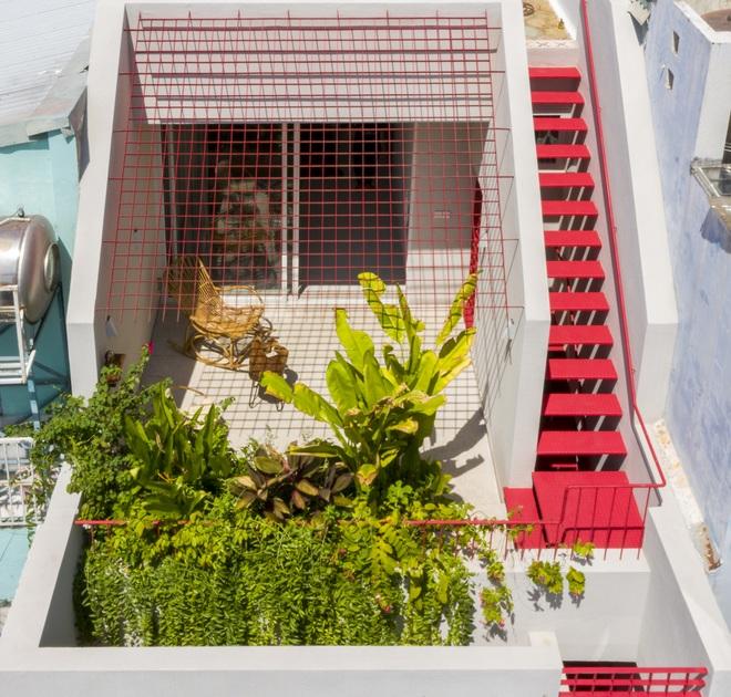 Cải tạo căn nhà 40 năm tuổi đẹp ngỡ ngàng ở Sài Gòn - 2