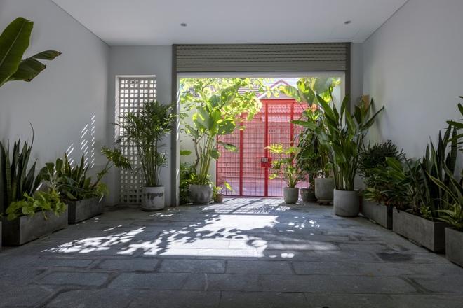 Cải tạo căn nhà 40 năm tuổi đẹp ngỡ ngàng ở Sài Gòn - 3