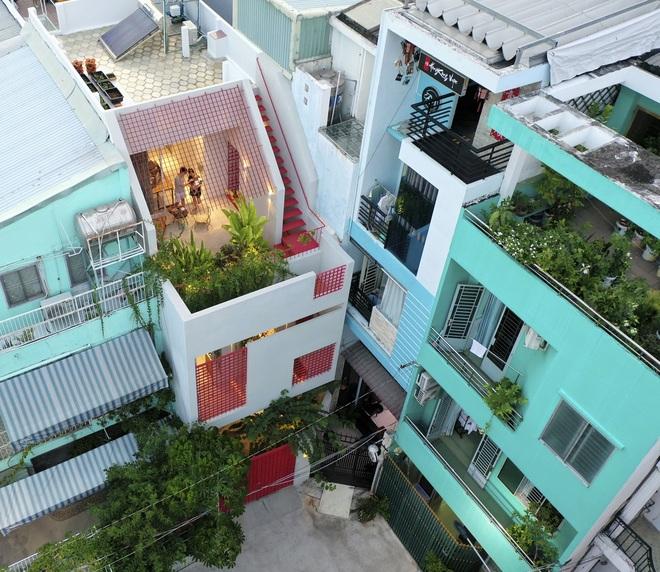 Cải tạo căn nhà 40 năm tuổi đẹp ngỡ ngàng ở Sài Gòn - 1