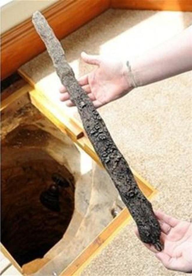 Sửa nhà, người đàn ông tìm thấy giếng cổ chứa nhiều kho báu - 3