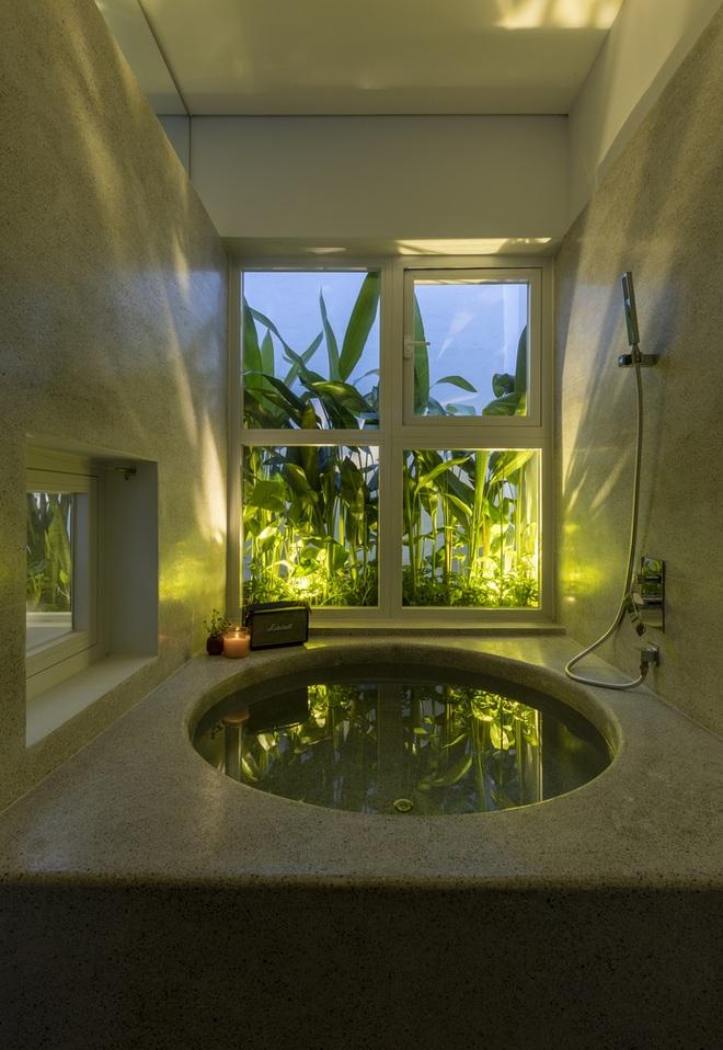 Cải tạo căn nhà 40 năm tuổi đẹp ngỡ ngàng ở Sài Gòn - 7
