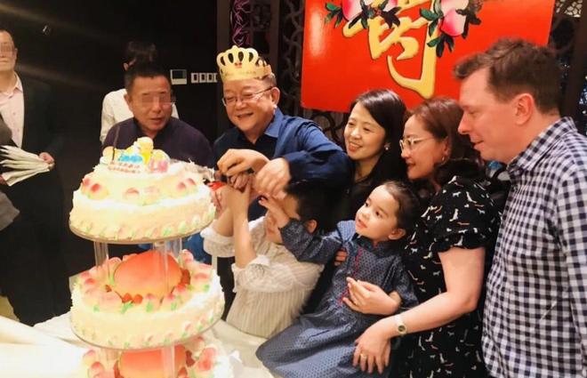 Cuộc sống điền viên và giàu có của Hòa Thân Vương Cương khi nghỉ hưu - 5