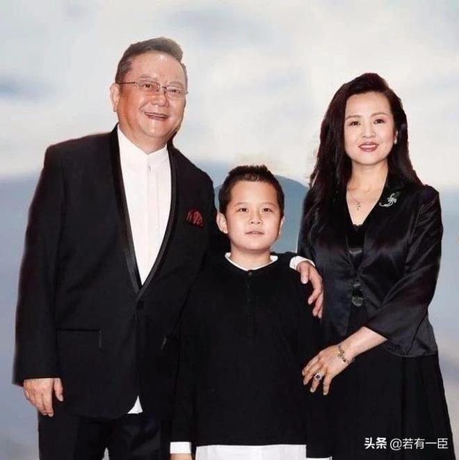 Cuộc sống điền viên và giàu có của Hòa Thân Vương Cương khi nghỉ hưu - 6