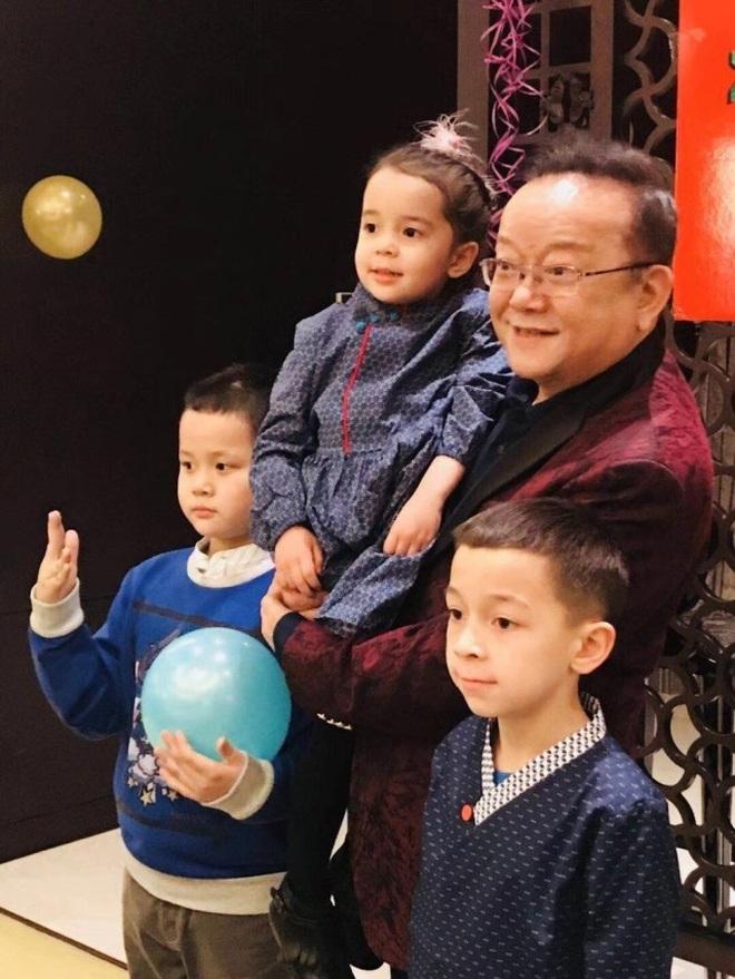 Cuộc sống điền viên và giàu có của Hòa Thân Vương Cương khi nghỉ hưu - 7