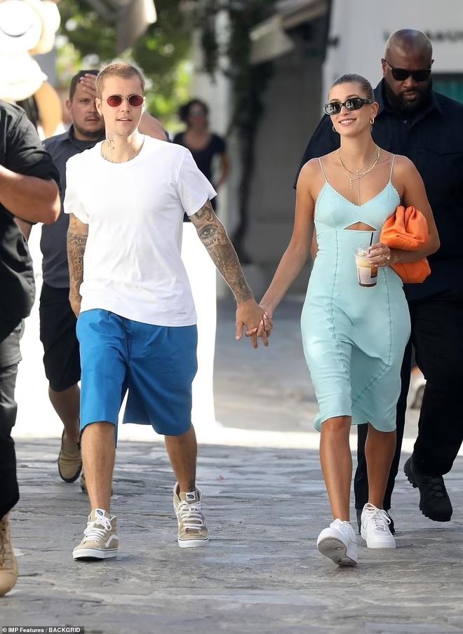 Vệ sĩ đô con theo sát vợ chồng Justin Bieber trong chuyến du lịch 5 sao - 1