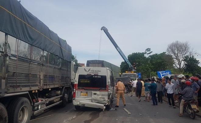 Tai nạn liên hoàn giữa 9 ô tô, 1 người tử vong - 7
